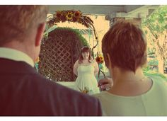 Photography, Bride as seen through the parents