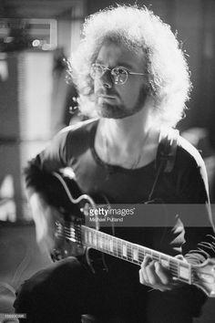 Guitarist Robert Fripp of progressive rock band King Crimson, circa 1972.