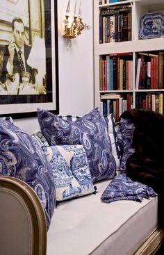 Fascinating corner....love the paisley pillows!