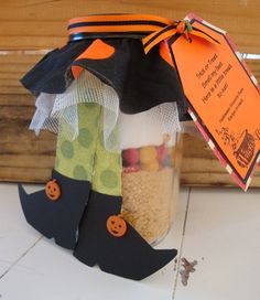 Trick or Treat smell my feet... here's a little treat to eat! I LOVE IT! What a fantastic idea to give to your coworkers, neighbors, teachers, etc - so cute! Mason jar is filled with ingredients for Halloween S'more bars!