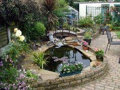 Ein Gartenteich mit Wasserfall und Bachlauf | Permaculture ...