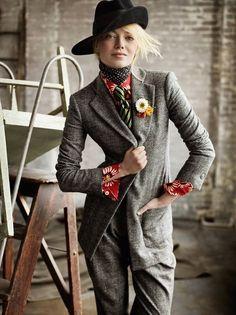 miss-mandy-m:    Emma Stone in Giorgio Armani photographed by Mario Testino US Vogue July 2012.