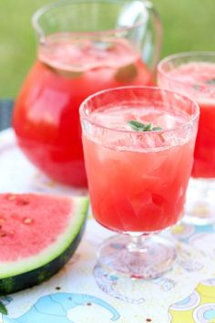 Loaded with fresh strawberries and juicy watermelon, this Berry Watermelon Limeade is an easy and refreshing way to enjoy some of the best flavors of summer. Refreshing Cocktails, Easy Cocktails, Summer Cocktails, Cocktail Recipes, Summer Punch Recipes, Party Punch Recipes, Watermelon Mojito, Vodka Recipes, Lemon Desserts