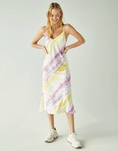 Hottest Totally Free Tie-dye print cami dress - Dresses - Bershka United States Suggestions For this simple tank top dress, I chose to use a black color, a dime color, and a bordeaux. Lace Top Outfits, Tie Dye Outfits, Casual Skirt Outfits, Curvy Outfits, Fashion Outfits, Tie Dye Rock, Tie And Dye, Tie Dyed, Vestido Tie Dye