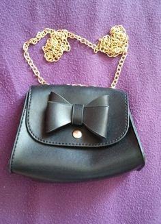Kup mój przedmiot na #vintedpl http://www.vinted.pl/damskie-torby/torby-na-ramie/9968192-mala-torebeczka-na-lancuchu-z-kokardka