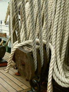 incommandofaprize:  block and ropes    STS Sedov