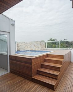 Hot Tub Backyard, Small Backyard Pools, Small Swimming Pools, Small Pools, Bungalow House Design, House Front Design, Kleiner Pool Design, Rooftop Terrace Design, Rooftop Pool