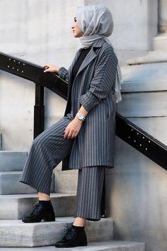 Kadriye Baştürk Gray Jacket & Pants Double Team Casual Hijab Outfit, Ootd Hijab, Hijab Chic, Stylish Hijab, Islamic Fashion, Muslim Fashion, Hijab Fashionista, Hijab Trends, Abaya Fashion
