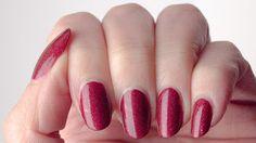 Not so plain red nails (Il était un vernis Pinot Noir)