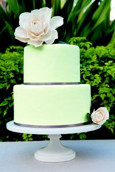 A mint green cake delight!