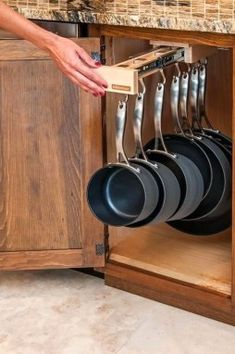 Great Kitchen Storage, Organization and Space Saving Ideas, Modern Kitchen Design Kitchen storage organization is worth of time and effort Small Kitchen Organization, Diy Kitchen Storage, Diy Kitchen Decor, Kitchen Ideas, Organized Kitchen, Storage Organization, Organizing Ideas, Kitchen Hacks, Kitchen Organizers