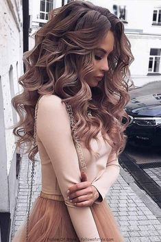 Wedding Hairstyles For Long Hair So-Pretty Long Down Hairstyles for Prom Night - Check out our collection of prom hairstyles for long hair. We have picked only the trendiest and most elegant hairstyles for you to look chic. Medium Hair Styles, Short Hair Styles, Hair Styles For Prom, Hair Down Prom Styles, Curl Hair Styles, Hair Styles Elegant, Colored Hair Styles, Hair Styles With Curls, Medium Hair Wedding Styles