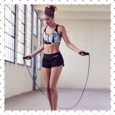 Rutinas efectivas para saltar la cuerda y quemar grasa al instante