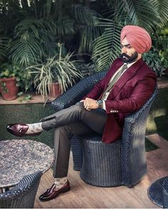 Indian Man, Turban Style, Punjabi Suits, Indian Dresses, Mens Suits, Dress Up, Menswear, Mens Fashion, Men's Style