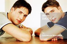 DA23332-twin-teenage-boys-leaning-on-table-portrait-gettyimages.jpg (505×338)