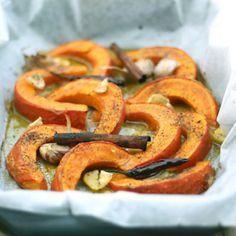 Cinnamon-Baked Pumpkin healthy-recipes-and-some-sinful-ones-too Baked Pumpkin, Pumpkin Recipes, Vegetable Recipes, Fall Recipes, Holiday Recipes, Healthy Recipes, Pumpkin Pumpkin, Pumpkin Pancakes, Cuisines Design