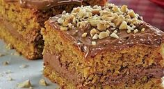 This Azorean pineapple cake (bolo da ananas) recipe is very easy to make and is delicious. Nut Recipes, Sweet Recipes, Cake Recipes, Portuguese Desserts, Portuguese Recipes, Peanut Cake, Candy Cakes, Honey Cake, Sweet Bread