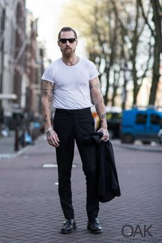 Justin O'Shea in Amsterdam - On Abbot Kinney Hipster Fashion, Punk Fashion, Amsterdam Street Style, Justin O'shea, Male Models Poses, Beard Look, Smart Styles, Sartorialist, Summer Fashion Outfits