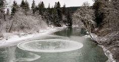 IMPOZANTNÍ! Na řece se vytvořil dokonalý otáčející ledový kruh, pod nímž byl slyšet šum řeky - Evropa 2