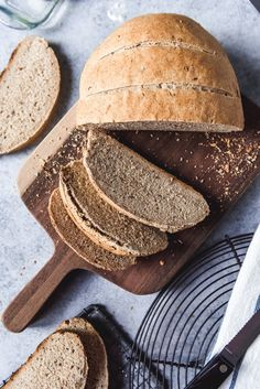 (add more salt and honey) This Easy Homemade Rye Bread made with caraway seeds tastes delicious and is a wonderful, wholesome change for sandwiches, toast, or just served with butter along with a meal. Swedish Rye Bread Recipe, Homemade Rye Bread, Rye Bread Recipes, Best Bread Recipe, Bread Machine Recipes, Swedish Recipes, Honey Oat Bread, Gourmet