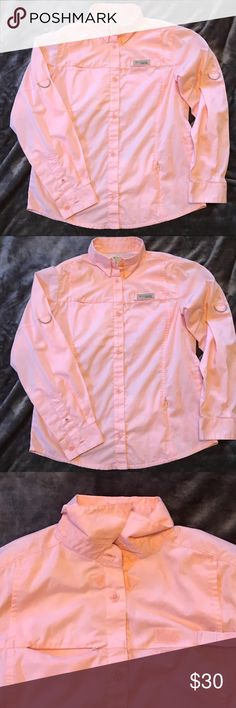 NWOT Columbia PFG top Size XS 👚 NWOT Columbia PFG Omni shade top Size XS 👚. Removed tags and washed but never worn. Top has Velcro fasteners on various areas of shirt including neck collar, sleeves can be worn down or rolled up and a few zippered pockets. From a clean smoke free home. 🚭🧚🏻‍♀️🛍 Columbia Tops