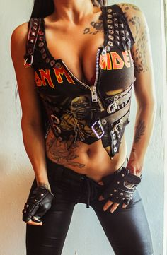 Toxic Vision: Moda feminina para fãs do Iron Maiden Iron Maiden, Chica Heavy Metal, Heavy Metal Girl, Heavy Metal Fashion, Toxic Vision, Rock Style, Style Me, Warriors Jacket, Rocker Chick