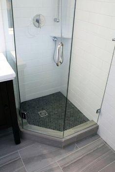 15 Nice Bathroom Renovation Ideas You Need to Know! Bathroom Renovation Ideas: bathroom remodel cost, bathroom ideas for small bathrooms, small bathroom design ideas Bathroom Design Tool, Small Bathroom Layout, Simple Bathroom, Bathroom Interior Design, Bathroom Designs, Master Bathroom, Bathroom Mirrors, Bathroom Faucets, Dyi Bathroom