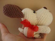 Patrón perro amigurumi:               En video:      Abreviaturas:    Pb- punto bajo- single crochet.  Pe- punto enano- slip stitch.  A- ...