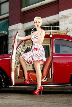 rockabilly style pin up girl Pin Up Vintage, Retro Pin Up, Looks Vintage, Mode Vintage, 1950s Pin Up, Vintage Style, Rockabilly Pin Up, Moda Rockabilly, Rockabilly Fashion