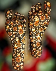 Get Latest Collection of Amazing Unique Henna Tattoo Designs here. Simple and Easy Henna Tattoos Ideas Photos for Hands, Arms, Back, Wrist, Feet. Henna Hand Designs, Mehndi Designs Feet, Legs Mehndi Design, Modern Mehndi Designs, Mehndi Design Pictures, Wedding Mehndi Designs, Beautiful Mehndi Design, Henna Tattoo Designs, Mehandi Designs