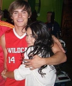 14 Photos of Zac Efron and Vanessa Hudgens You Didn't Know Existed - - Since it's Flashback Friday and Zac Efron is almost always on our minds, we've decided to dedic - Zac Efron Vanessa Hudgens, Estilo Vanessa Hudgens, Troy Bolton, Hig School, My High School, Zac Efron And Vanessa, Troy And Gabriella, High School Musical 3, Zack E Cody