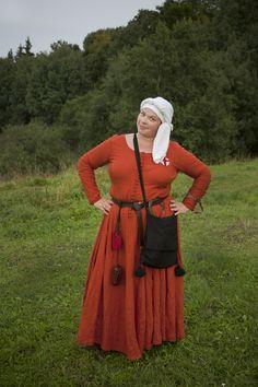 Last 14-th century dress reconstruction. England.