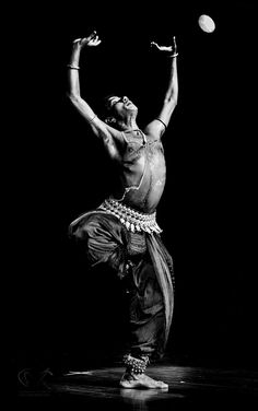 Indian Classical Dance of Odissi, here performed by Male, A Dance recital Conveying the story of 'Lord Krishna'. Shall We Dance, Lets Dance, Dancing Drawings, Indian Classical Dance, Exotic Dance, Folk Dance, Dance Art, Vintage India, Cute Poses