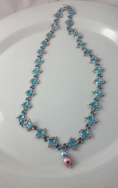 Pink and Blue Woven Necklace sparkly blue cube beads blue image 2 Seed Bead Necklace, Crystal Necklace, Seed Beads, Beaded Necklace Patterns, Beaded Bracelets, Gold Models, Dyi, Bead Jewellery, Bracelet Tutorial