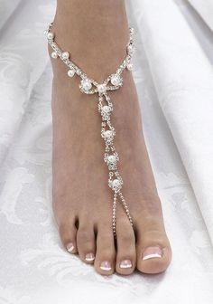 Bijou de pied avec perles et faux diamants