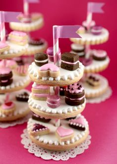 Tiny Cookie Stands via @Erin B Phillips - mini cookies on cookies!!! so cute !! :D