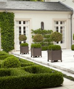Patio,+Garden,+GroundsHoward+Design+Studio+|+Dering+Hall+Design+Connect In+partnership+with+Elle+Decor,+House+Beautiful+and+Veranda.