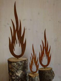 Rost-Flamme-Metall-Weihnachten-Garten-Dekoration-Edelrost-Beetstecker-3-Groessen