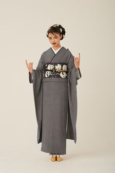 """中目黒の着物屋カプキ、""""生涯着られる""""振袖「ゆえん」を発表 Ethnic Fashion, Kimono Fashion, Look Fashion, Japanese Outfits, Japanese Fashion, Kimono Tradicional, Character Design Teen, Traditional Japanese Kimono, Modern Kimono"""