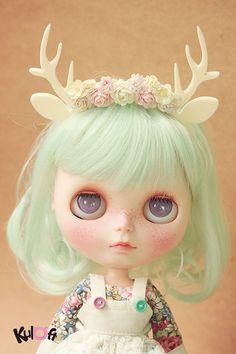 Blythe White deer Flowers headband by kuloft on Etsy