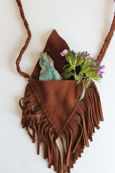 "leather fringe medicine bag - ""Most medicine bags contain a quartz crystal as one of its objects. Quartz energy resonates with all the energies of the physical body and is considered a remarkable healing stone. It connects you to your spiritual self. Native American Medicine Bag, Native American Crafts, Leather Fringe, Leather Pouch, Mojo Bags, Handmade Purses, Leather Accessories, Leather Jewelry, Textile Jewelry"