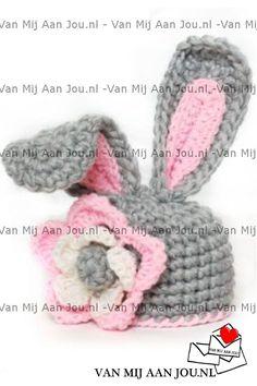 newborn baby en peutermaat - voor meisjes en jongens - superman muts - op bestelling gehaakt - met de hand op maat en kleur gehaakt - www.vanmijaanjou.nl -