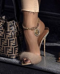 Just perfect one . Dm me for Credit or Removal - Women Trends Dr Shoes, Cute Shoes, Me Too Shoes, Shoes Heels, Pumps, Bow Sandals, Heeled Boots, Shoe Boots, Stiletto Heels