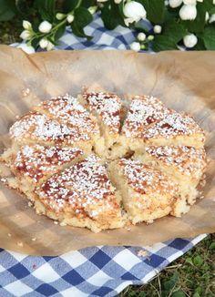 Snabb picknickkaka - Lindas Bakskola & Matskola Swedish Recipes, Sweet Recipes, Bagan, Scandinavian Food, Bread Bun, Just Desserts, Sweet Desserts, No Bake Cake, Eat Cake