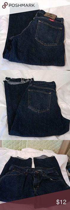 WRANGLER WOMEN'S REGULAR FIT STRAIGHT LEG 31 X 30 FIT MORE LIKE CAPRI INSEAM 22 INCHES Wrangler Pants Capris