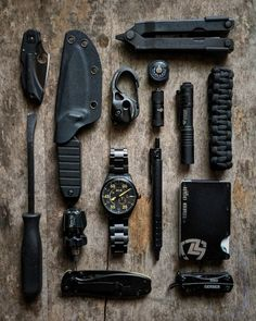 Edc Tactical, Tactical Life, Emergency Survival Kit, Survival Tips, Everyday Carry Bag, Coffee Stain Removal, Bushcraft Kit, Edc Gadgets, Edc Gear