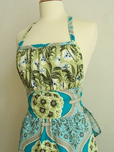 Love a pretty apron!
