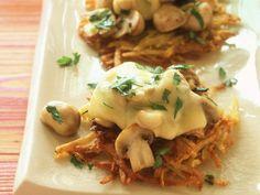 Rösti mit Champignons und Käse überbacken ist ein Rezept mit frischen Zutaten aus der Kategorie Wurzelgemüse. Probieren Sie dieses und weitere Rezepte von EAT SMARTER!