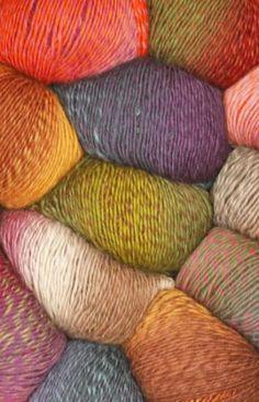 Composición: 100% LanaContenido neto: 100 g = aprox 190 metrosTamaño de aguja recomendado: 5 mmMuestra: 10 x 10 cm = 17 pts x 22 vtas Una lana de 1 hebra, confortable y súper suave, en bellísimos colores!