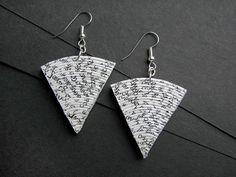 Brincos de papel impresso * brincos de revista enrolados * feitas à mão jóias…